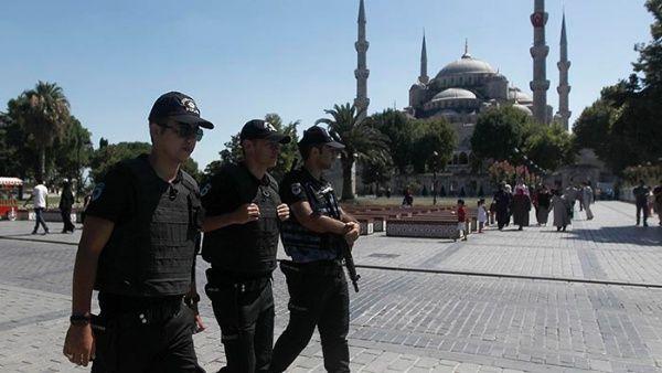 Turquía suspende a 9.000 policías vinculados a intento de golpe