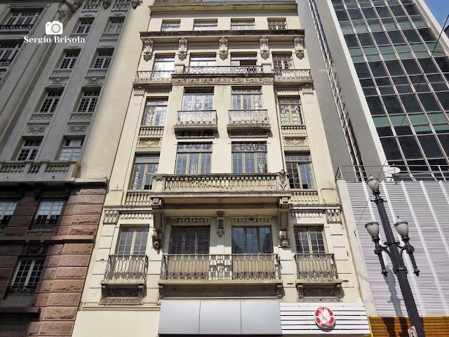 Perspectiva inferior da fachada do antigo Palacete Lara - Centro - São Paulo