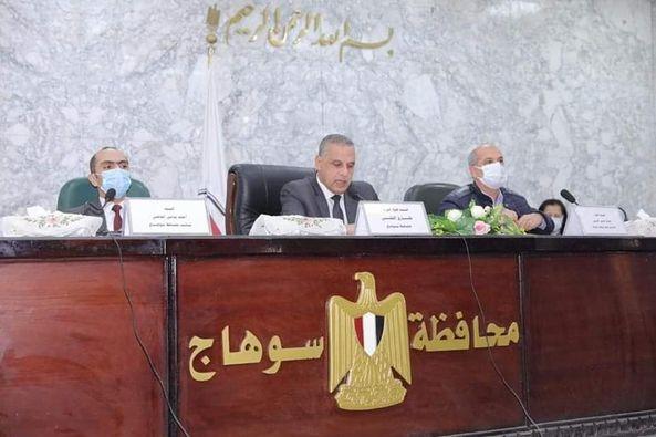 محافظ سوهاج يعقد إجتماعا لمناقشة مشروعات المبادرة الرئاسيه