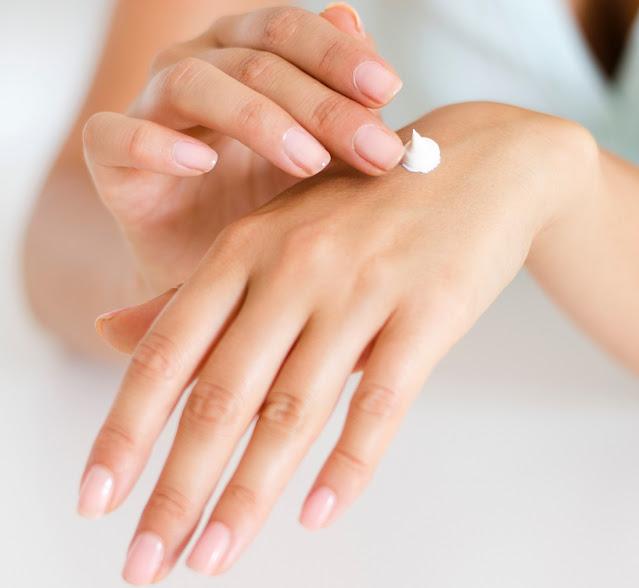 Come prendersi cura della pelle secca. Hai perennemente pelle secca, dermatiti, follicolite e non hai trovato ancora il prodotto che risolva il problema una volta per tutte? Leggi qua.