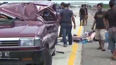VIDEO, Mobil Toyota Kecelakaan Tunggal di Jalan Tol Tebingtinggi-Medan Akibat Pecah Ban
