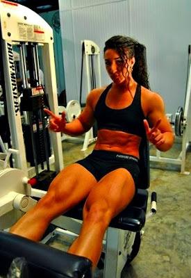 Extensión de cuadriceps mujer ejercicio masa muscular