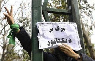 بعد فشل سلاح المظاهرات المضادة.. الأمن الإيراني يلجأ للرصاص