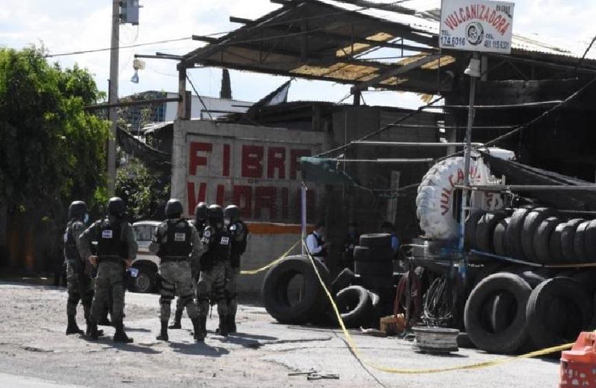 """IMÁGENES: CJNG Avienta granadas a vulcanizadora y matan a 5, dejan mensaje a """"El Marro"""""""