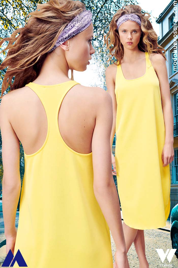 vestido de moda amarillo con espalda deportiva comoda verano 2022