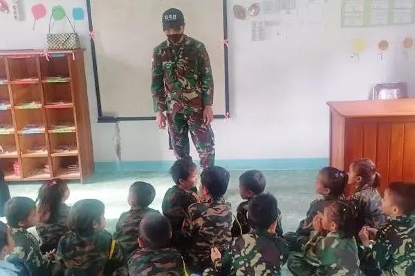 Satgas Pamtas Yonif 642/Kps lakukan belajar mengajar pada anak di perbatasan