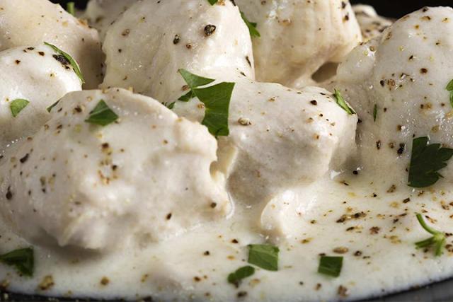 طريقة تحضير دجاج سوبريم بالصلصة البيضاء