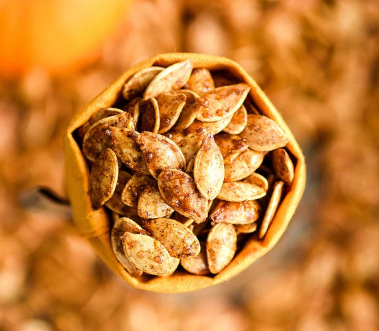 HOMEMADE CINNAMON SUGAR PUMPKIN SEEDS #cinnamon #healthydiet #paleo #easy #sugar