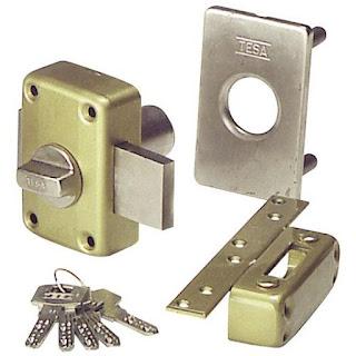 Instale cerraduras de seguridad Tesa