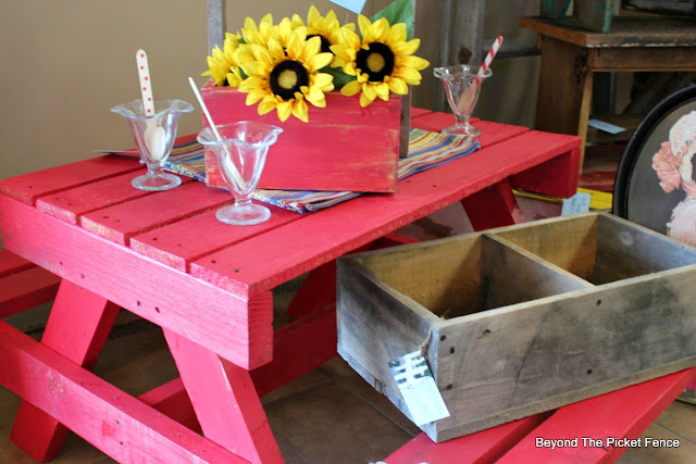 picnic table, pallets, pallet furniture, wood crate, sunflowers, summer, outdoor dining, http://bec4-beyondthepicketfence.blogspot.com/2016/06/picnic-time.html