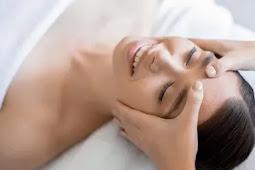 7 Manfaat Facial Massage, Cegah Penuaan Hingga Samarkan Luka