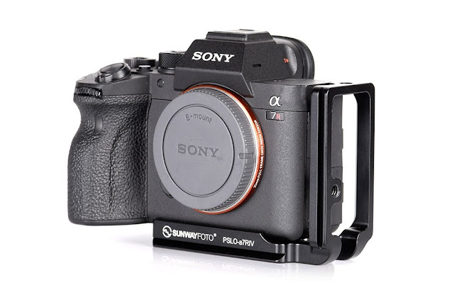 Sunwayfoto PSLO-a7RIV L bracket on SONY a7R IV camera