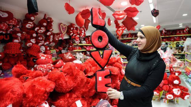 Warga Arab Saudi rayakan Hari Valentine. Kini tak lagi takut dipenjara!