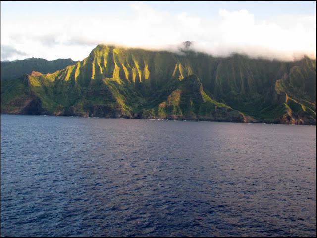 Kauai, Na Pali Coast, cliffs, green, blue, clouds