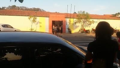 DESCASO - Funcionários de escolas do Estado denunciam 2 meses de salários atrasados em Caxias