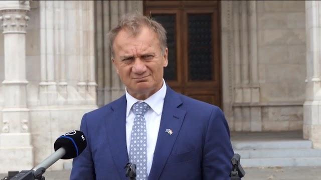 Varju elvtárs szerint a kormány 30 évre eladósította az országot