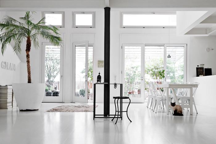 salon blanco estilo nordico suelo blanco alquimia deco interiorismo barcelona ventanas decoracion nordica