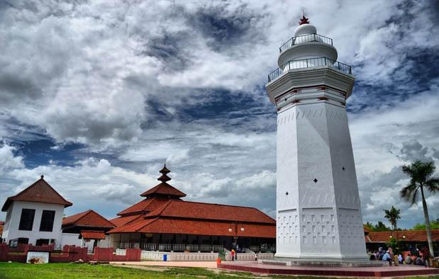 adalah salah satu Kerajaan bercorak Islam yang berdiri pada tahun  8 Peninggalan Kerajaan Banten, Gambar dan Keterangannya