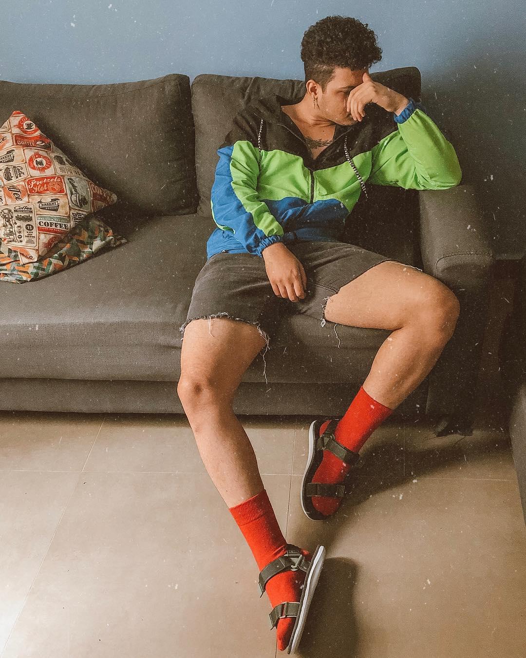 Look Masculino Retro Vintage com jaqueta neon inverno
