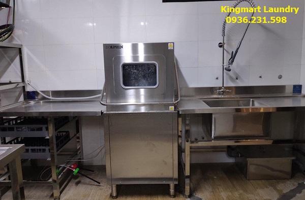Nên vệ sinh máy rửa bát công nghiệp thường xuyên