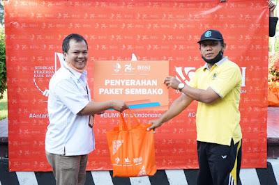 175 Tenaga Honorer Unram Terima Sembako dari SP BNI