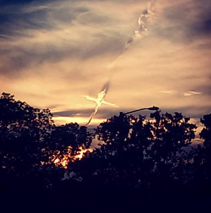 Aparece una cruz en el cielo en Oldsmar, Florida Cruz%2Bflorida4