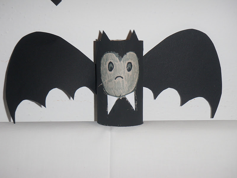 Halloween  da rotolo di carta igienica a pipistrello! Iniziamo con i  lavoretti per ... 5645f5271c22