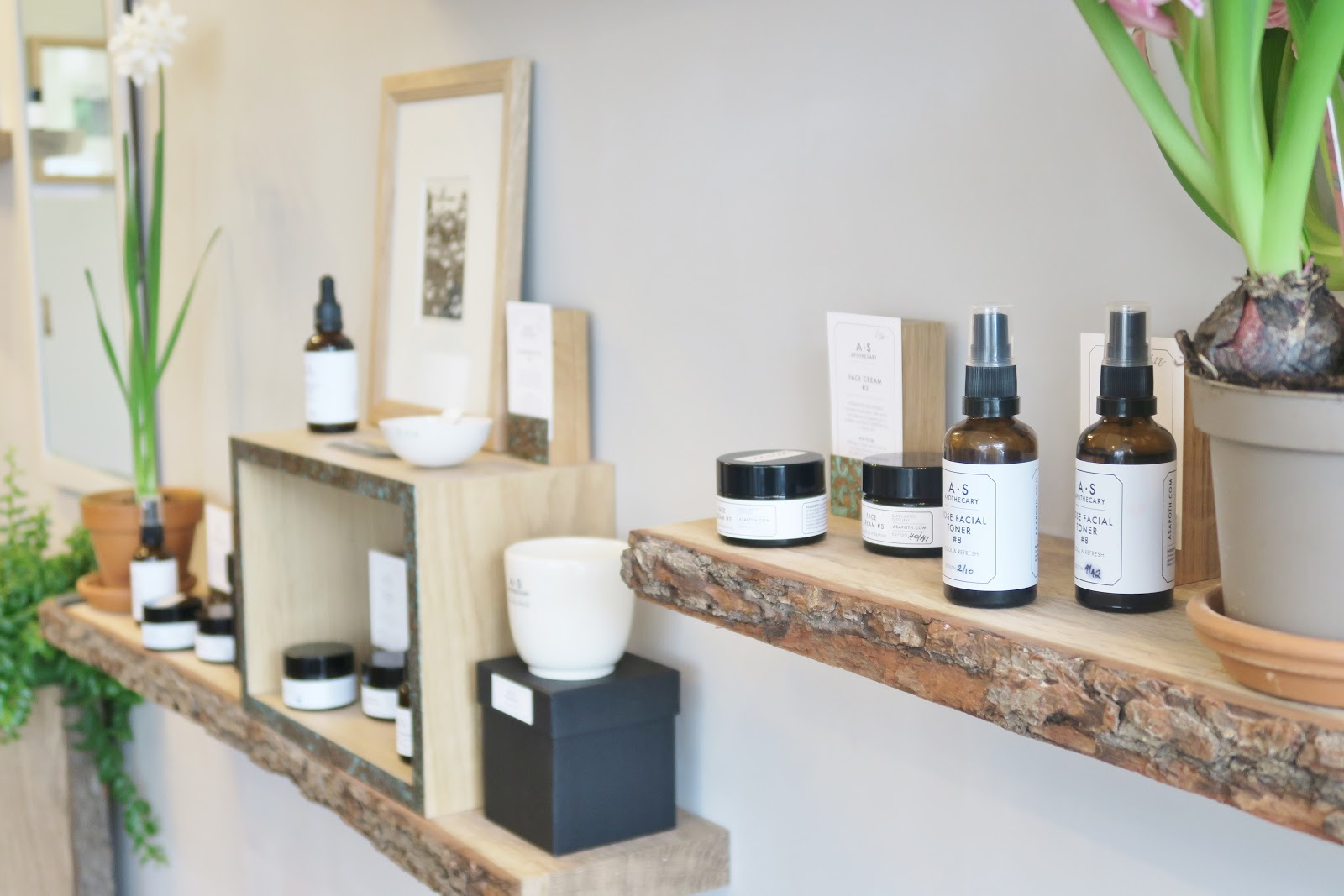 http://www.thisnaturalbee.co.uk/2017/01/asapothecary-flagship-shop.html