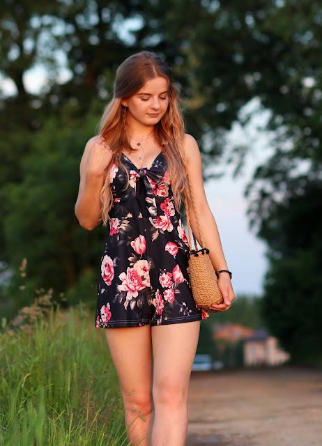 Kombinezon w kwiaty i torebka a'la koszyk. ♥ #doczepianepl