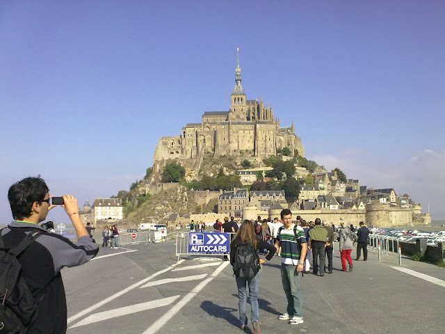 Estrada que dá acesso ao Mont Saint-Michel - Saindo de Rennes, Bretanha