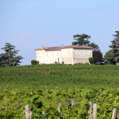 Theatricality of the wine-growing chateau.