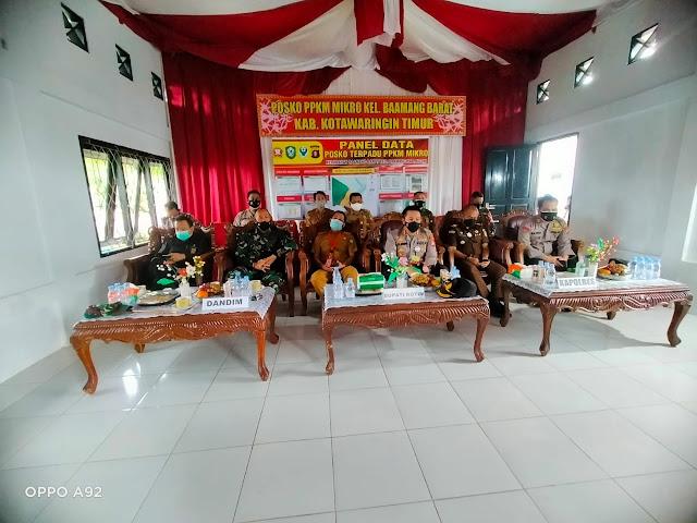 Pelaksanaan kegiatan Zoom Meeting dengan Wakapolri di Posko PPKM Kelurahan Baamang Barat