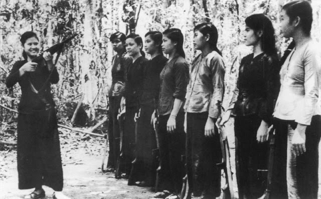 long hair warriors  30 vintage photographs of female viet cong soldiers in the vietnam war