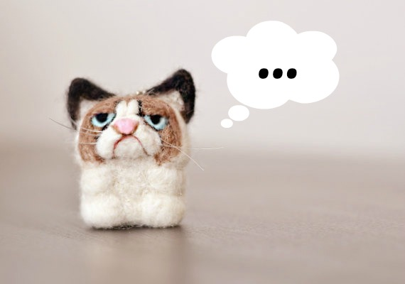 http://cat-sessorize.tumblr.com/post/104061738807/a-grumpy-cat-felt-keychain-cat-sessorize?is_related_post=1