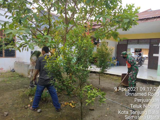 Dalam Rangka Gotong Royong Menyambut Bulan Suci Ramadhan Personel Jajaran Kodim 0208/Asahan Laksanakan Bersama Warga
