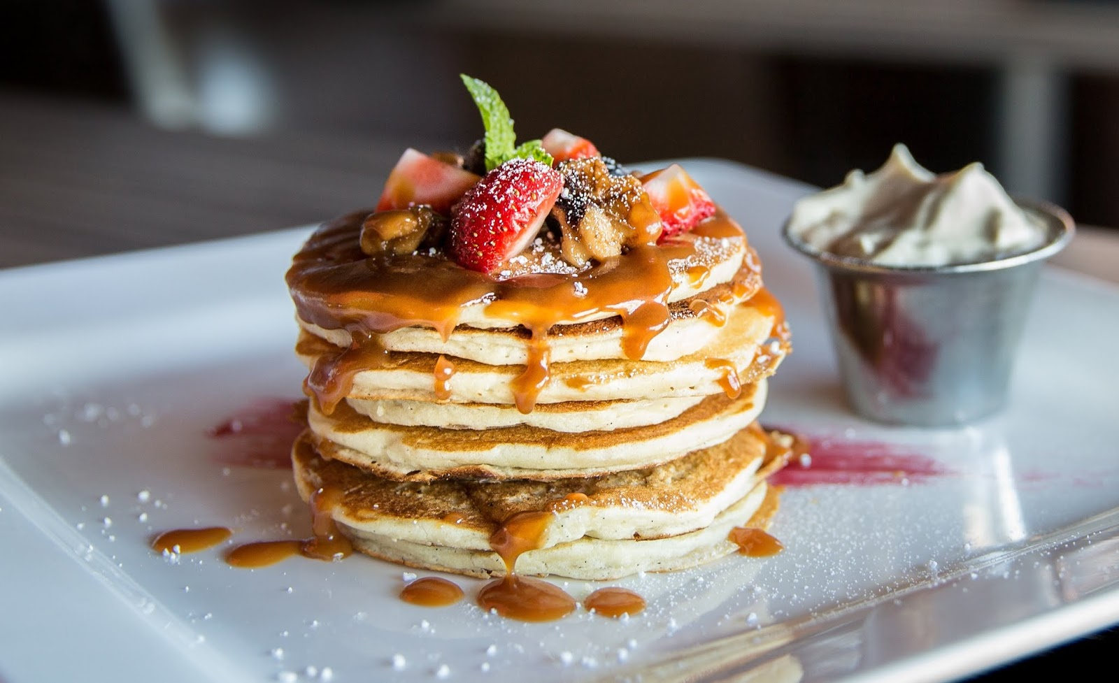 pancakes with sliced strawberry,food images