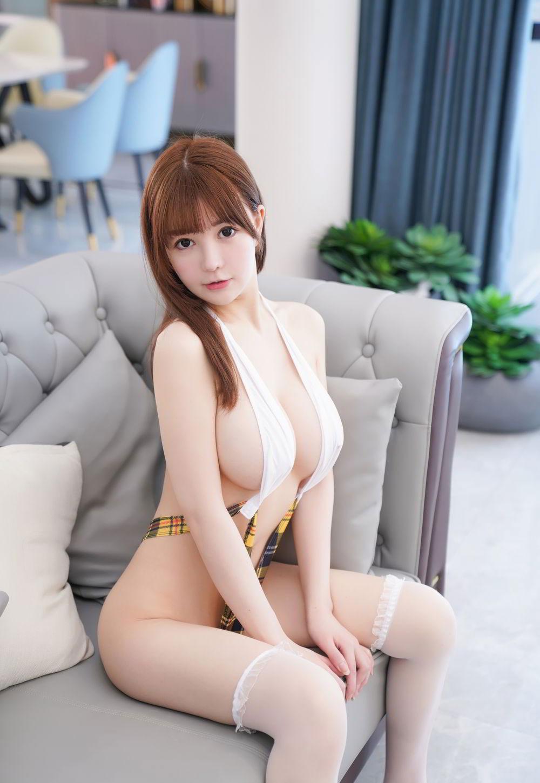 UU Jiang, Foto Panas