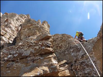 Escalando en la vía Subterránea al Aspe