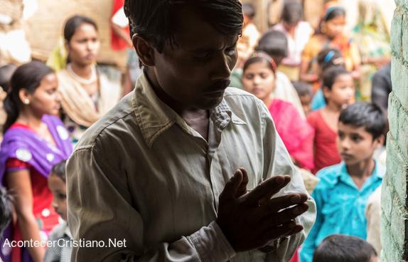 Cristiano hindú orando