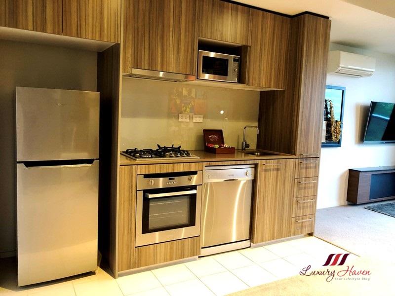 melbourne jazz corner hotel review kitchen area