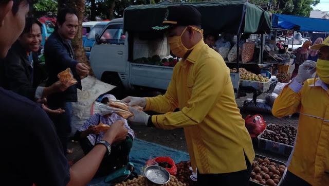 Grebek Pasar, Golkar Lambar Bagikan Masker dan Vitamin