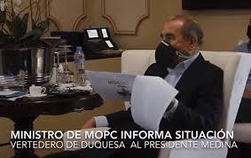 Danilo Medina recibe informe de ministro de Obras Públicas sobre avances en trabajos para sofocar incendio vertedero Duquesa