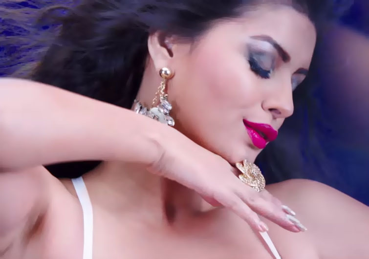 Still Sonali Raut from Video Song Lipstick Laga Ke