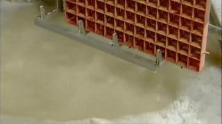 чистка решетки льдогенератора в ультразвуковой ванне