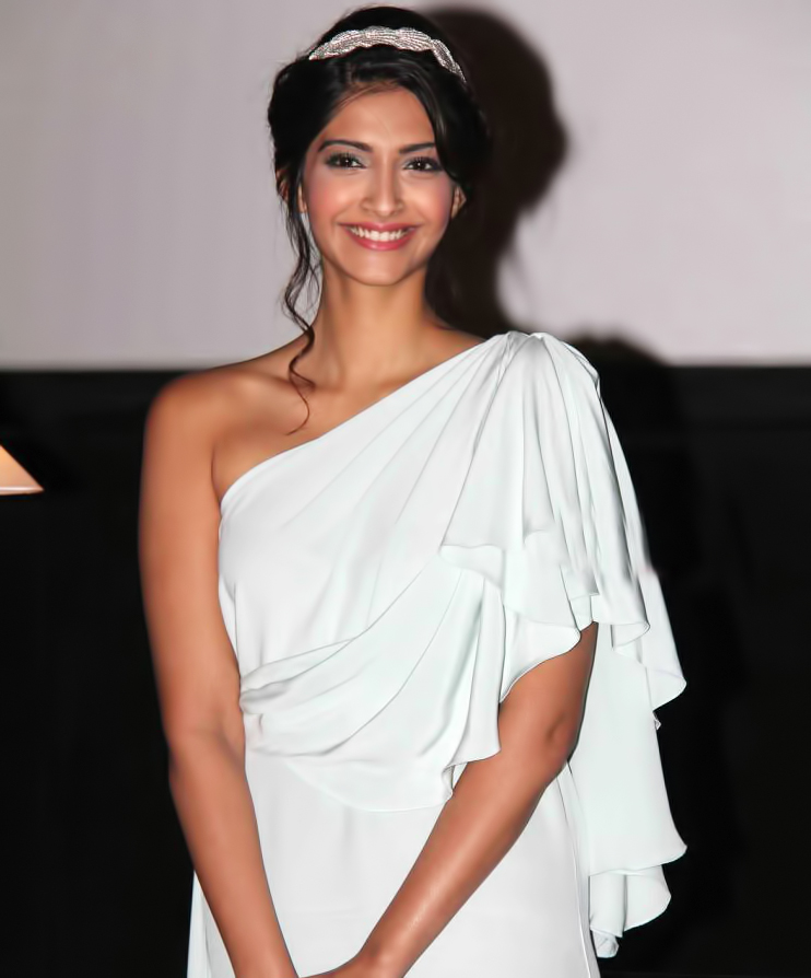 Sonam Kapoor Sexy Hd Images