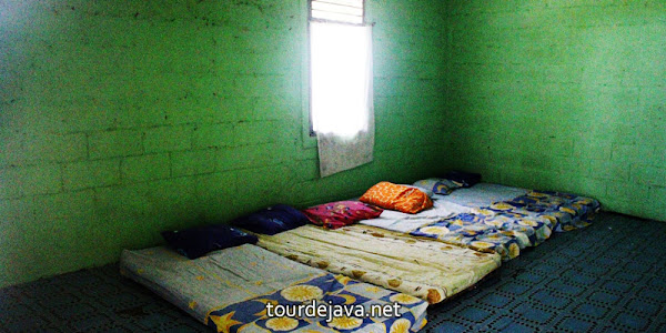 kamar tidur penginapan wisata ujung kulon