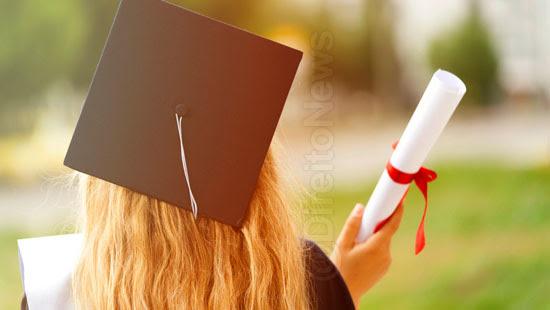 faculdade atraso 6 anos entrega diploma