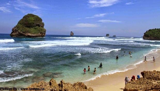Pantai Goa Cina Malang Selatan yang Indah