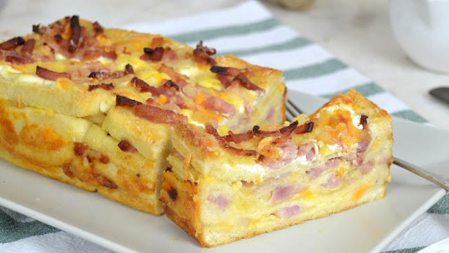 Pastel de bacon y queso en pan de molde