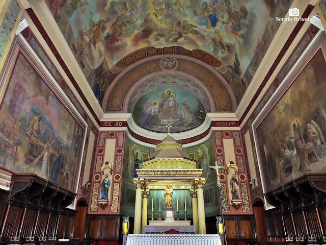 Vista do Altar da Paróquia São José do Ipiranga - São Paulo